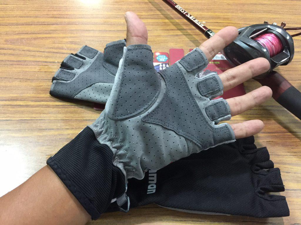 夏用の釣りグローブの手の平側