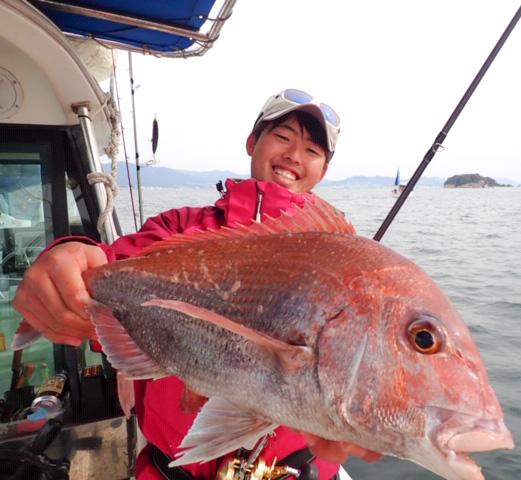 Beams RIPLOUT7.8MLで春の瀬戸内海を思う存分楽しむ!AUX木村がライトジギングで真鯛やハマチをゲット!